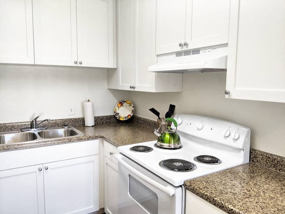 GE stove at Stratton apartments in San Diego CA