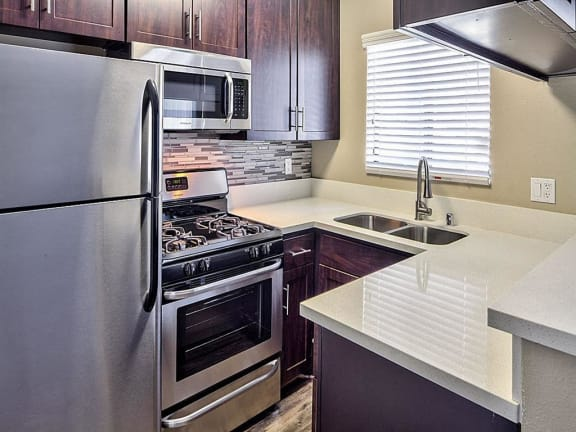 Full Kitchen View Apts in North Hollywood CA 91605   Canyon Village