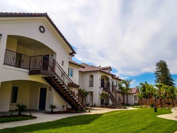 Elegant Exterior View at Villa Faria Apartments, Fresno