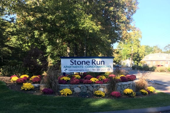 Welcome Sign to Stone Run