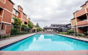 Tacoma Apartments - Sienna Apartments - Pool