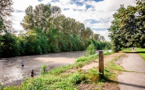Sumner Apartments - The Retreat Apartments - Adjacent Trail and Puyallup River