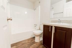 Lakewood Apartments - Bellmary Park Apartments - Bathroom