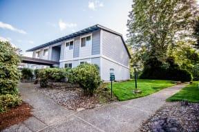 Sumner Apartments - The Retreat Apartments - Front Exterior