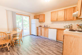 Sumner Apartments - The Retreat Apartments - Kitchen, Dining Room, and Patio