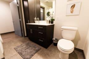 Seattle Apartments - Icon Apartments - Bathroom
