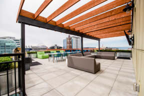 Apartments in Seattle, WA - Icon Apartments Rooftop Deck with BBQs and City Views