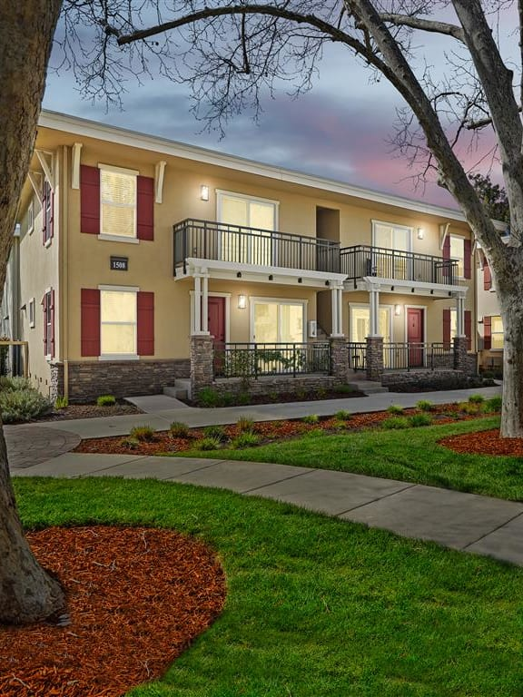 Purple and pink evening sky at Parkside Apartments, Davis, CA, 95616