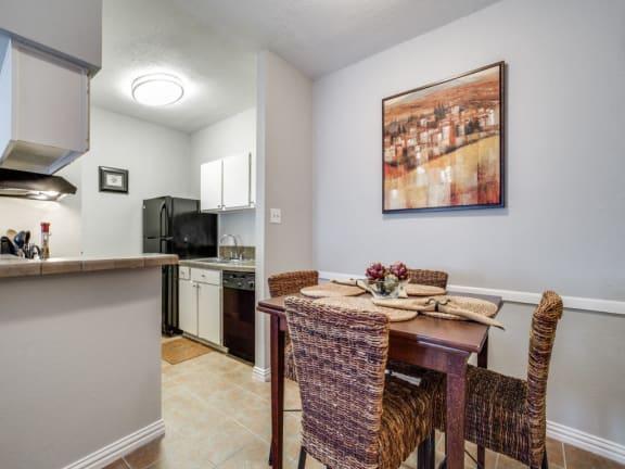 Highland Cross Apartments, 411 Highland Cross Dr, Houston, TX 77073