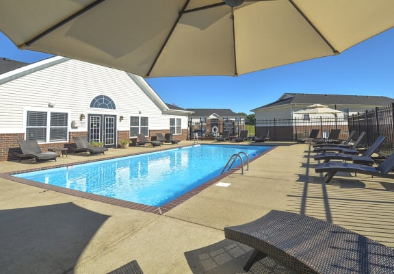 Sundeck Seating Around Outdoor Pool