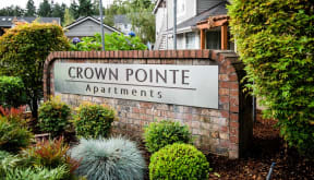 Lakewood Apartments - Crown Pointe Apartments - Sign
