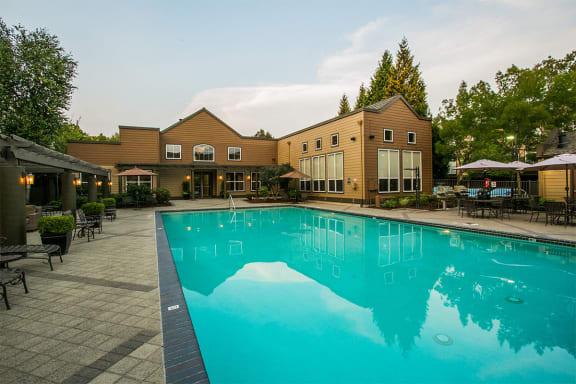 Beautiful Seasonal Swimming Pool at Apartment Near Orenco Station