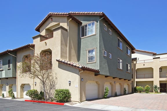 Individual garages and carports for rent at Hills of Valencia Apartments