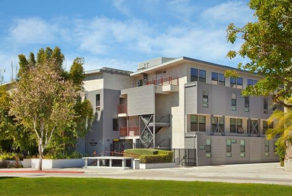 Santa-Monica-Affordable-Apartments-2001-Olympic-Exterior2(1)