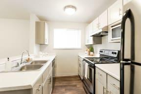Lakewood Apartments - Crown Pointe Apartments - Kitchen