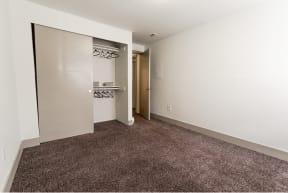 Lakewood Apartments - Crown Pointe Apartments - Bedroom 2