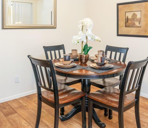 stylish dining room decor at Glen Oaks Apartments, Glendale, AZ 85301