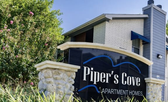 Entrance to Piper's Cove Apartments