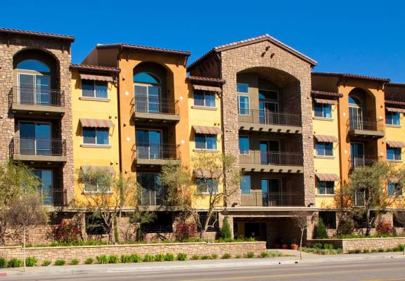 Premier Apartment Community at The Verandas, Canoga Park, CA