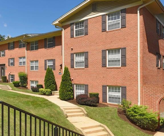 Renovated Apartment Homes Available at Kenilworth at Charles Apartments, Towson, MD, 21204