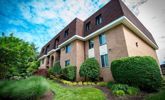 Oakton Park Apartments Unit Building Photo