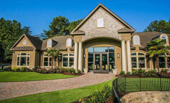 Leasing Office at Stone Creek at Brookhaven Apartment Homes in North Druid Hills 30329
