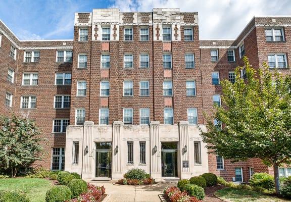 The Metropolitan Apartments Entry Photo