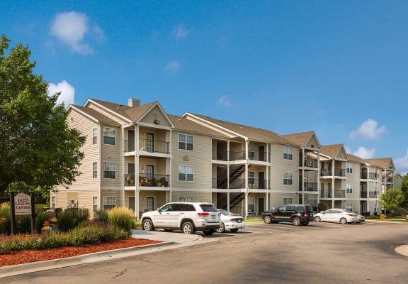 Apartment buildings_Cambury Hills Apartments Omaha, NE