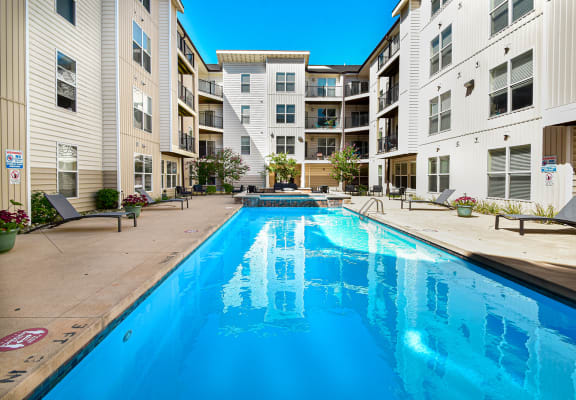 resort style pool at Kenyon Square Apartments, Westerville, 43082