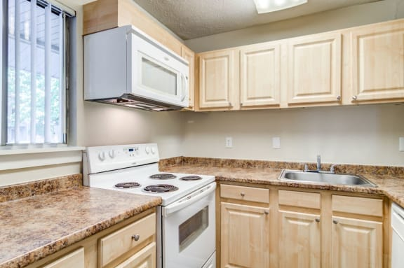 Fully Equipped Kitchen at Arlington Park at Wildwood, Marietta, 30067