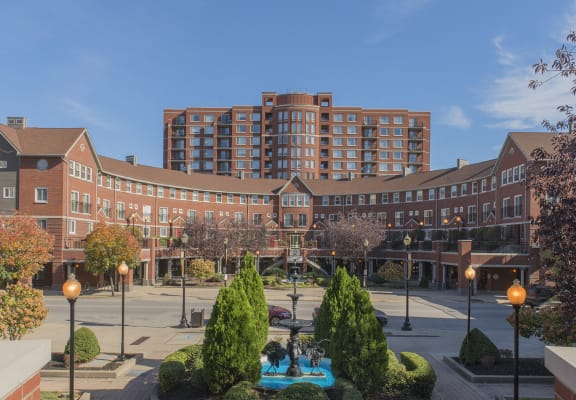 courtyard with elegant fountain at Crescent Centre Apartments, Kentucky, 40202