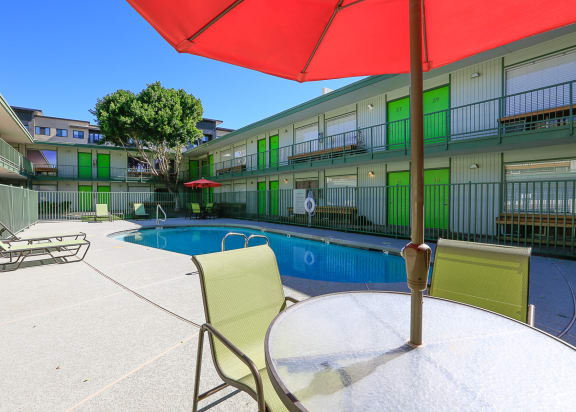 Pool and community courtyard at The Continental Apartments in Phoenix AZ