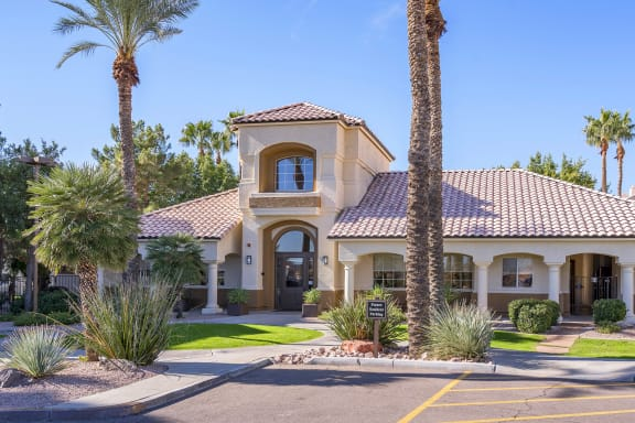 Sonterra Apartments at Paradise Valley - Leasing office entrance