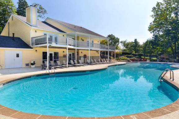 Brentwood Oaks Apartments resort-style hilltop pool