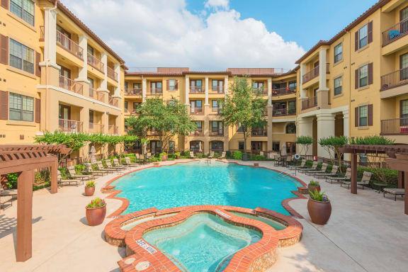 Monterra Las Colinas Apartments resort-style pool