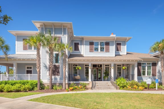 Windward Long Point Apartments - clubhouse entrance
