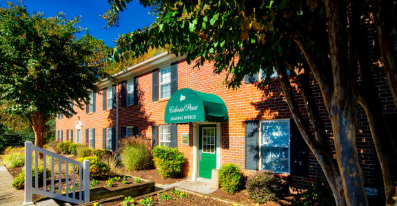 Leasing_Office_Exterior_Colonial_Pines