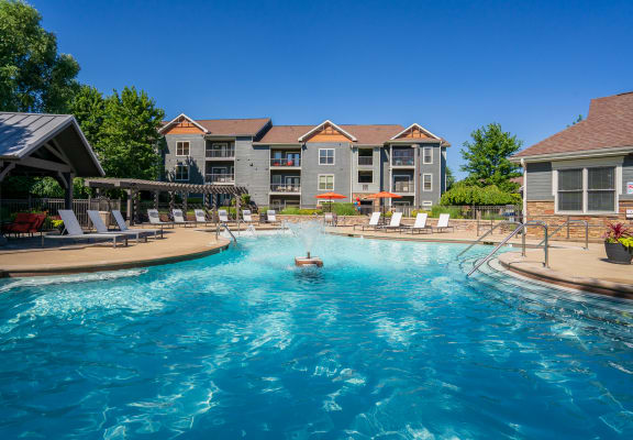 Spacious Outdoor Pool With Fountain & Sundeck