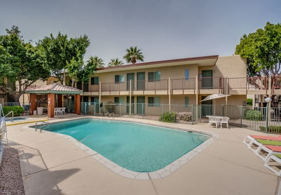 Pool at Daybreak Gardens in Phoenix AZ