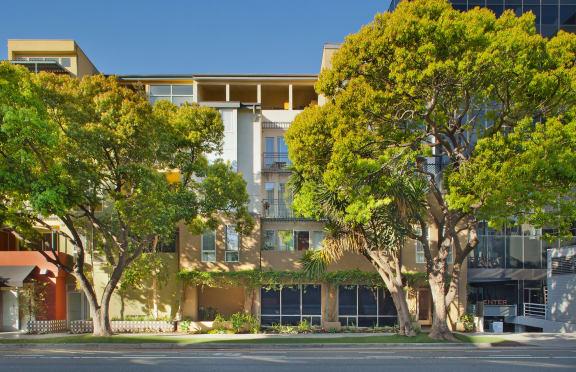 Santa-Monica-Affordable-Apartments-1522-6th-Exterior