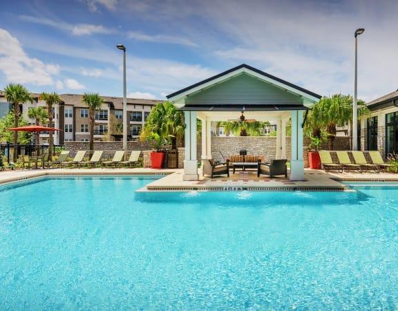 Nona Park Apartments pool