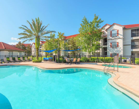 Asprey at Lake Brandon Apartments pool and spa area