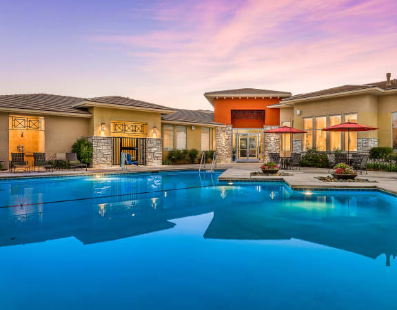 Quinn Crossing Apartments resort-style pool