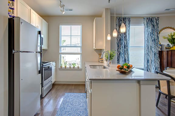 Luxurious Quartz Kitchen Surfaces at River Crossing Apartments, St. Charles