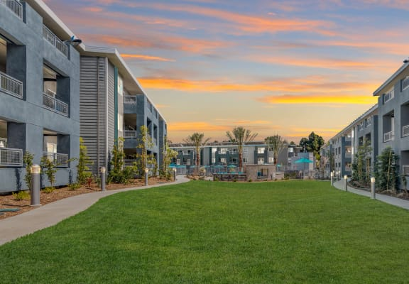 open courtyard at Pointe Luxe Apartment Homes, San Diego, CA, 92110