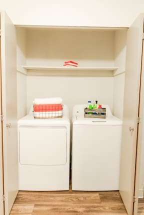 Lakewood Apartments - Crown Pointe Apartments - Laundry