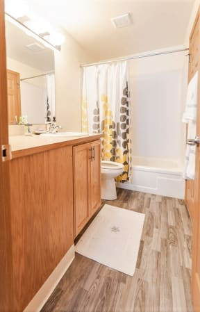 Sumner Apartments - The Retreat Apartments - Bathroom