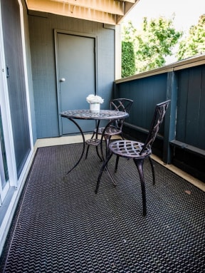 Everett Apartments - Tessera Apartments - Deck