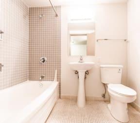 Seattle Apartments - Cosmopolitan Apartments - Bathroom