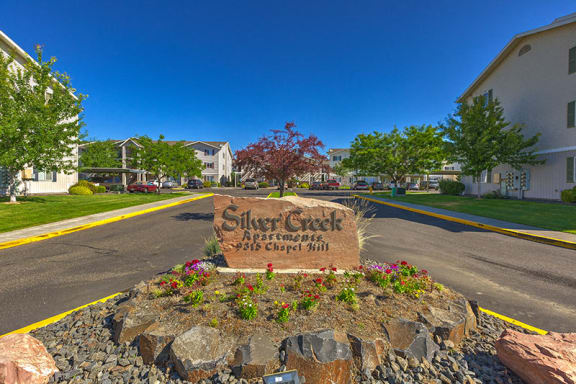 Monument sign at Silver Creek Apartments for rent